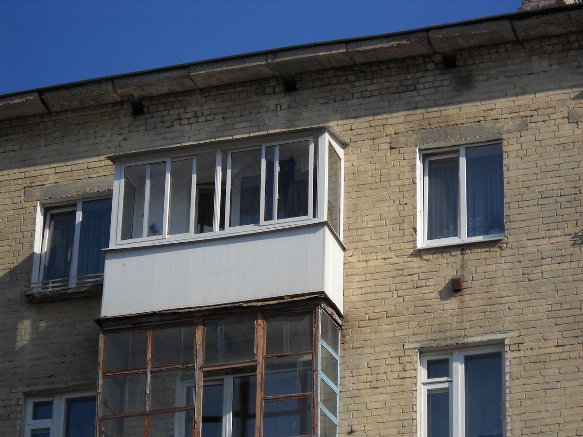 Балкон над комнатой..
