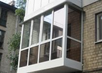 Остекление балкона ПВХ профилем. 700х3200x700х1500 мм.